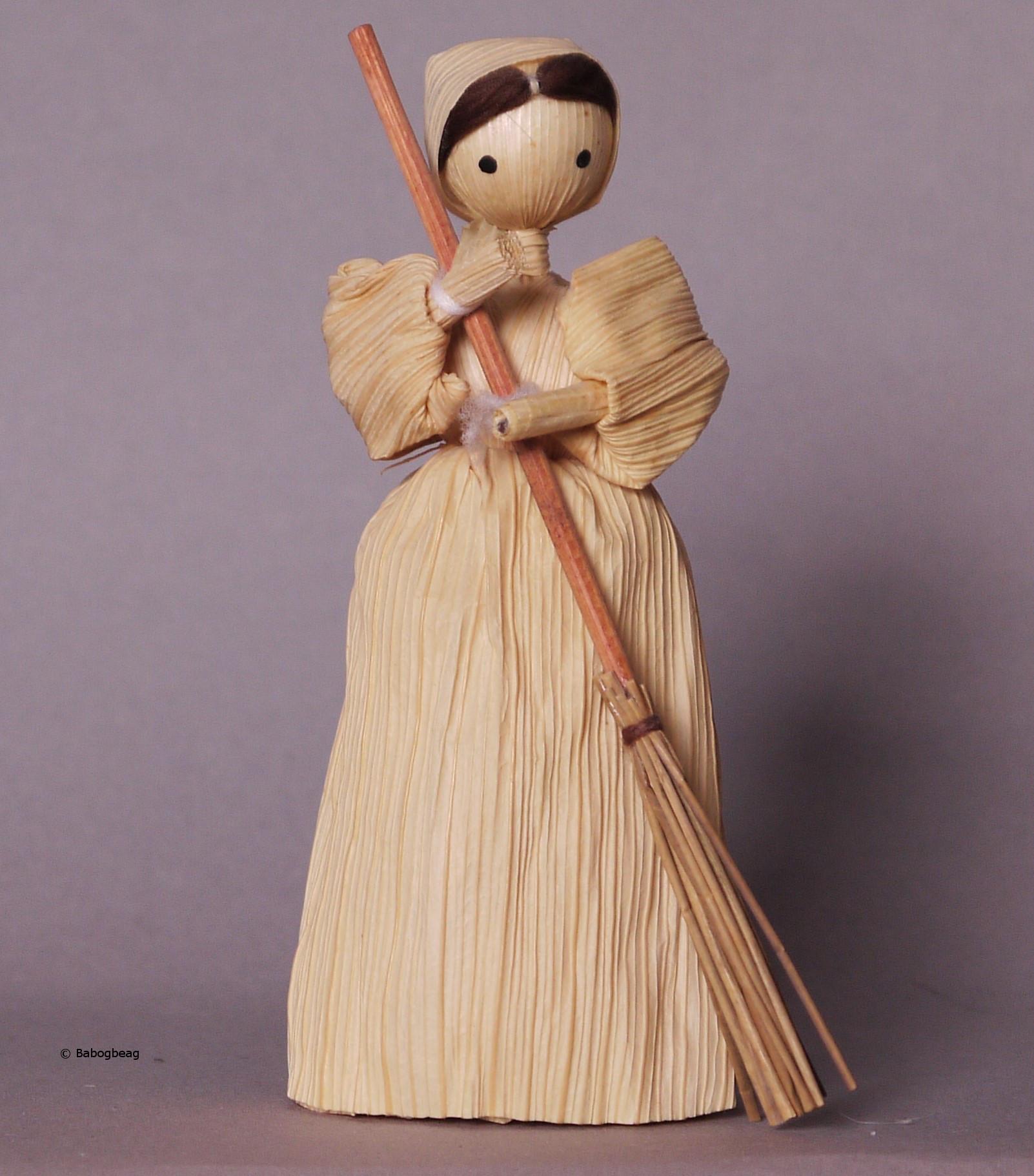 Slovakia Corn Husk Doll National Costume Dolls